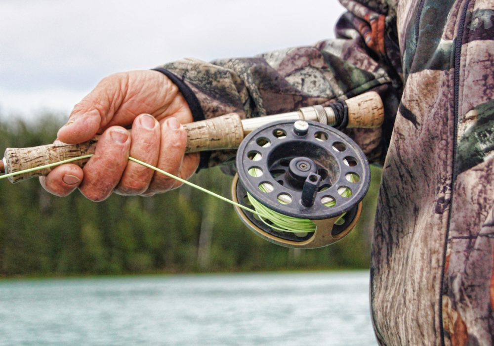 How to easily lubricate internal parts of a fishing reel?